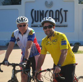 Henk Duys (left) has completed 30 years and Glen Connell (right) 25 years of theTsogo Sun Amashova race.