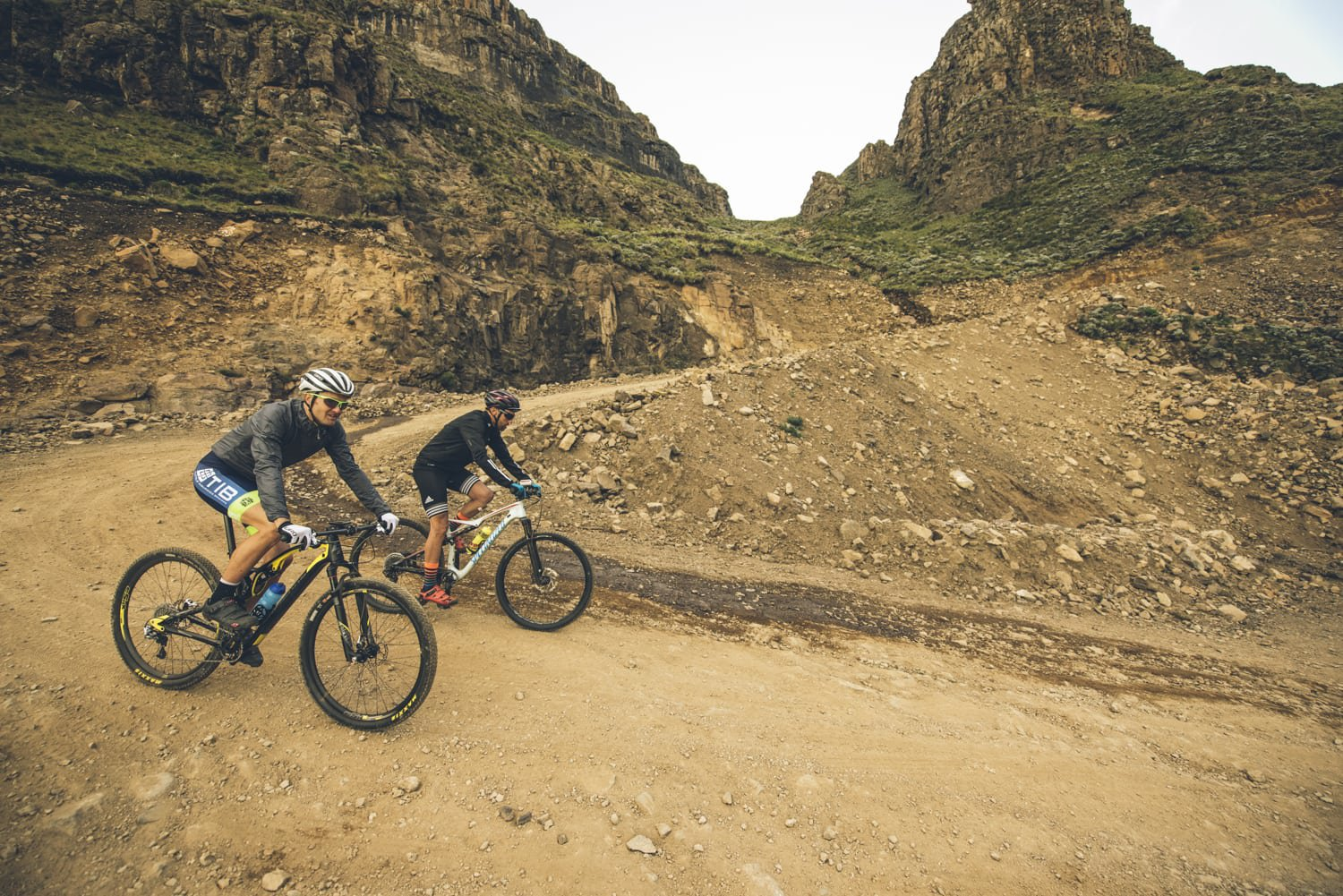 sani-pass-desmond-louw-bicycling-magazine-wowrides-0098