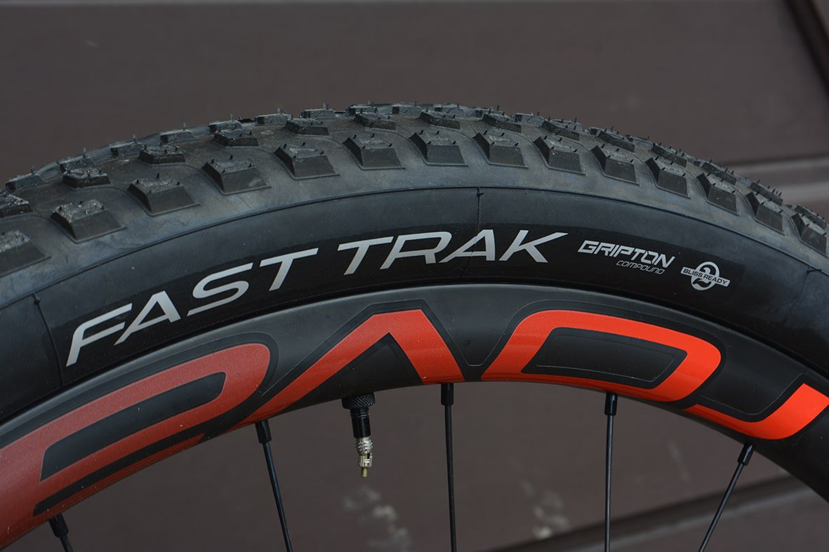 17-fast-track-tyre
