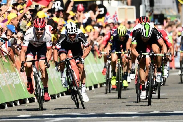 Tour de France 2017 - 18/07/2017 - Etape 16 - Le Puy-en-Velay / Romans-sur-Isère (165km) - France - Michael MATTHEWS (TEAM SUNWEB) s'impose au sprint devant Edvald BOASSON HAGEN (TEAM DIMENSION DATA) et John DEGENKOLB (TREK - SEGAFREDO)