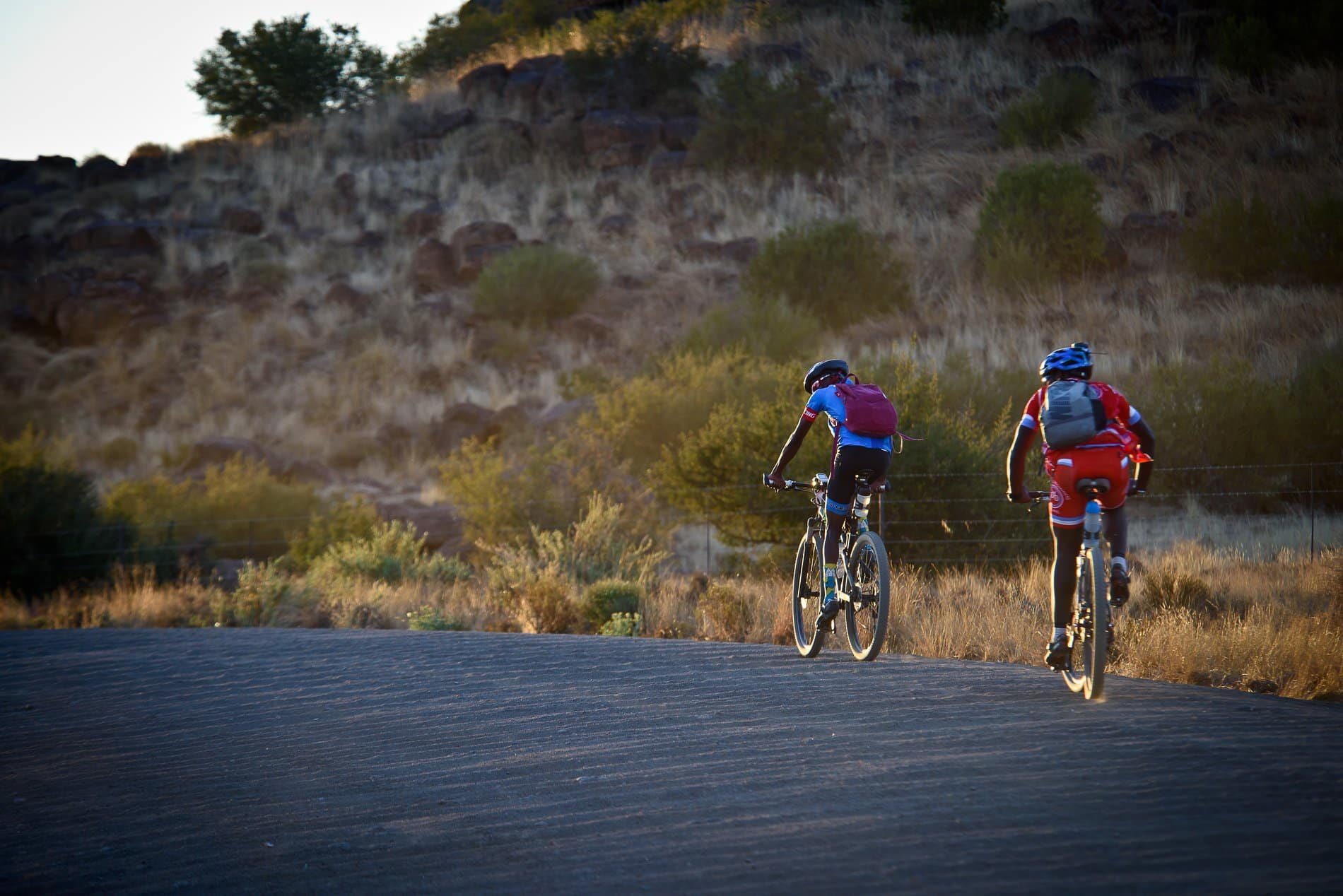 As the sun sets, many riders at the Munga will be looking for cooler weather to rack up some mileage. 31 degrees at midnight, though, might make that a challenge. Erik Vermeulen / The Munga 2019